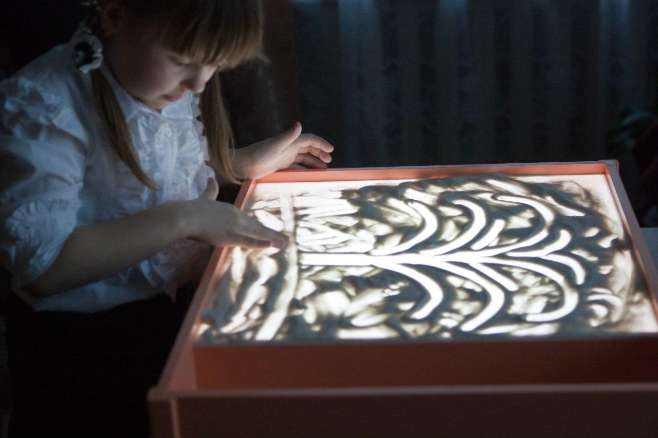 вывести обучение рисованию на световом столе песком северных